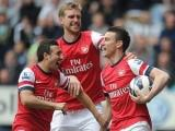 Arsenal đoạt vé Champions League, M.U bị cầm hòa