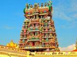 """Thăm ngôi đền """"diêm dúa"""" có trăm nghìn bức tượng"""
