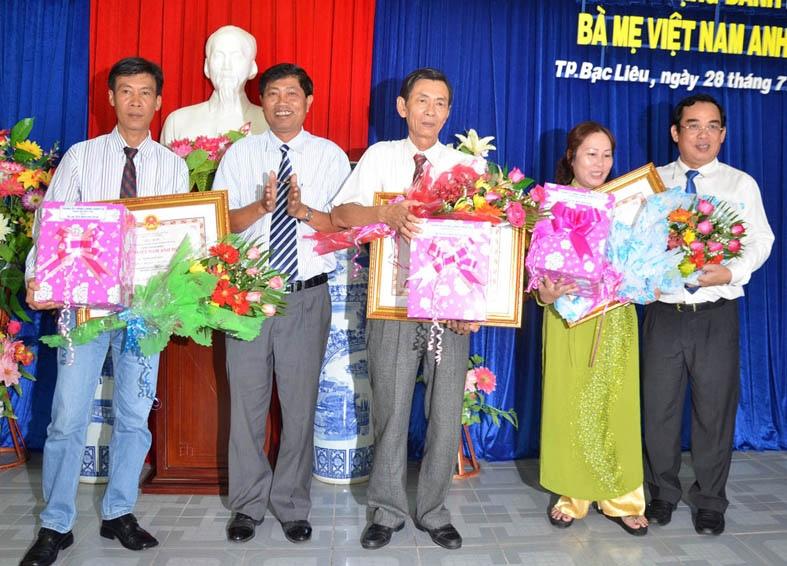 Phong tặng và truy tặng danh hiệu vinh dự Nhà nước cho 19 Bà mẹ Việt Nam anh hùng